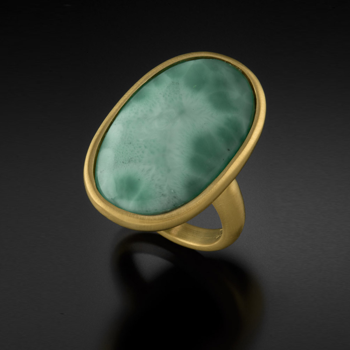 18K brushed yellow gold ring with Larimar