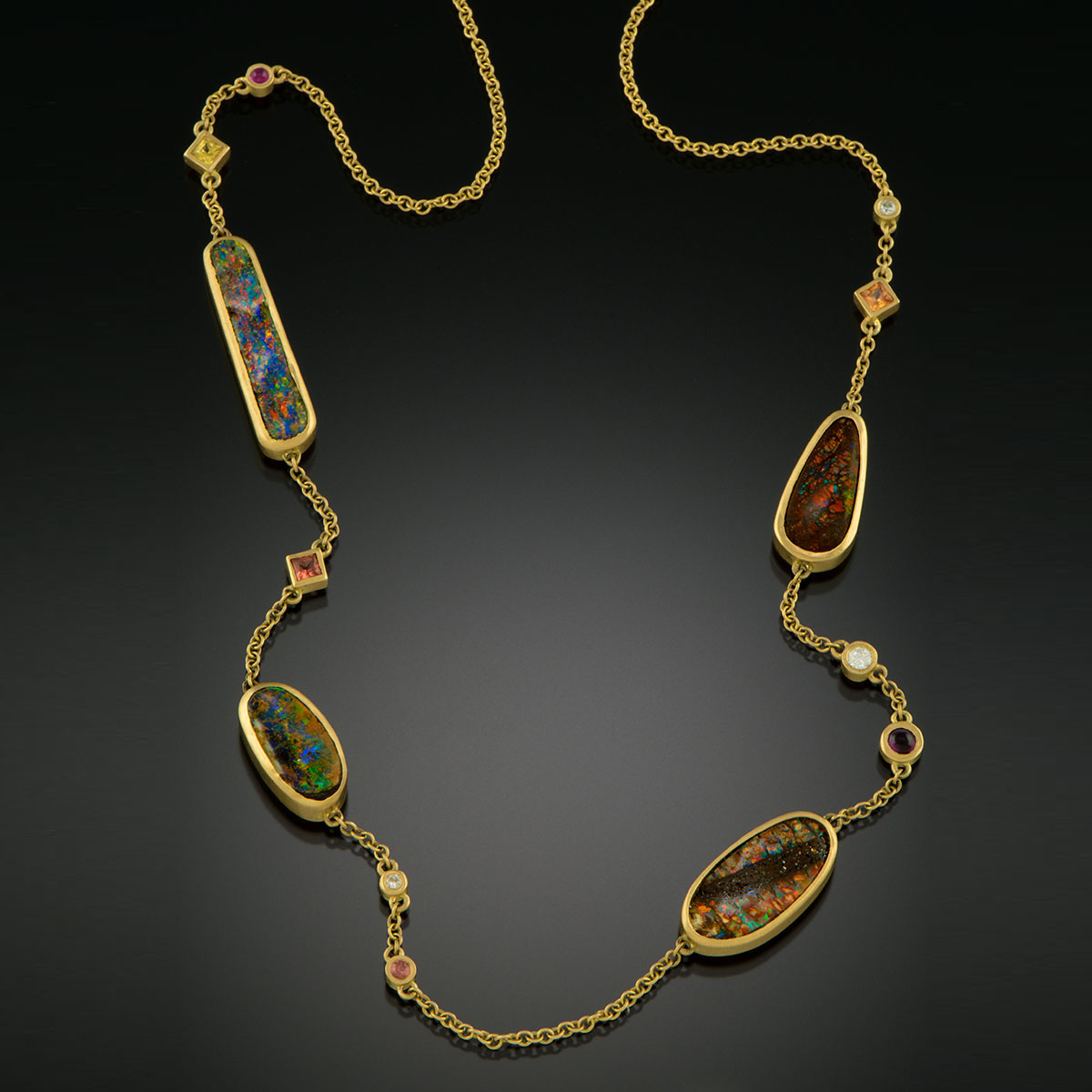18K brushed yellow gold necklace with gems
