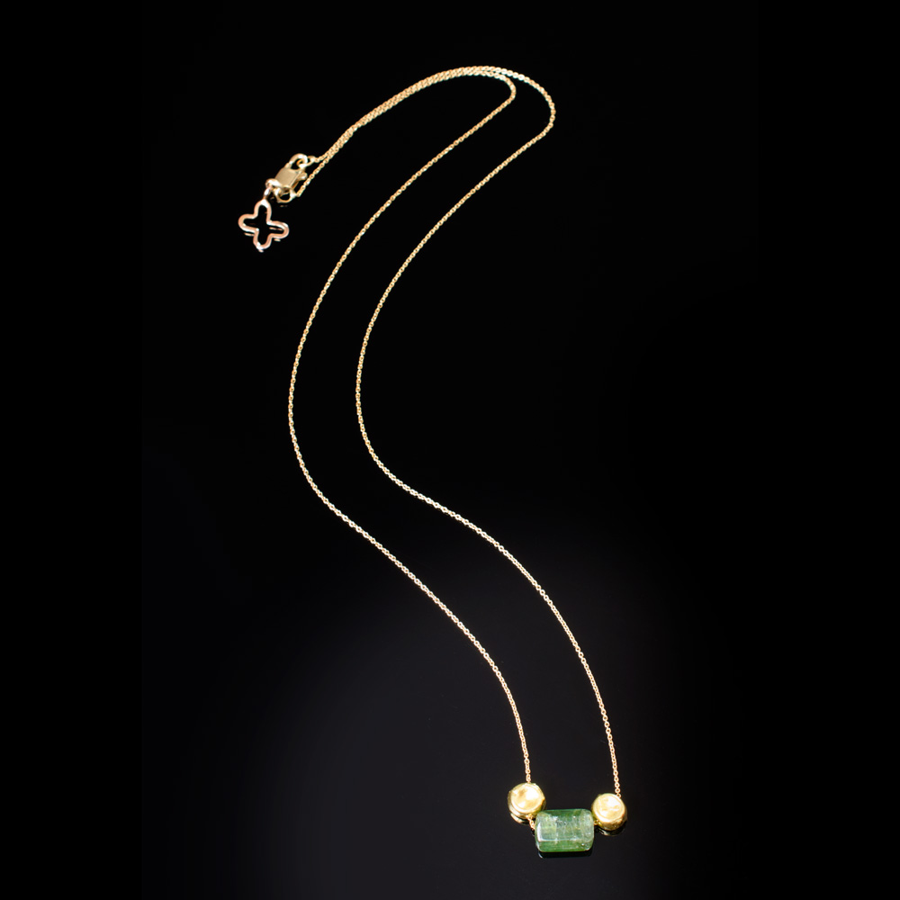 18K yellow gold necklace with green Tourmaline and 18K gold beads