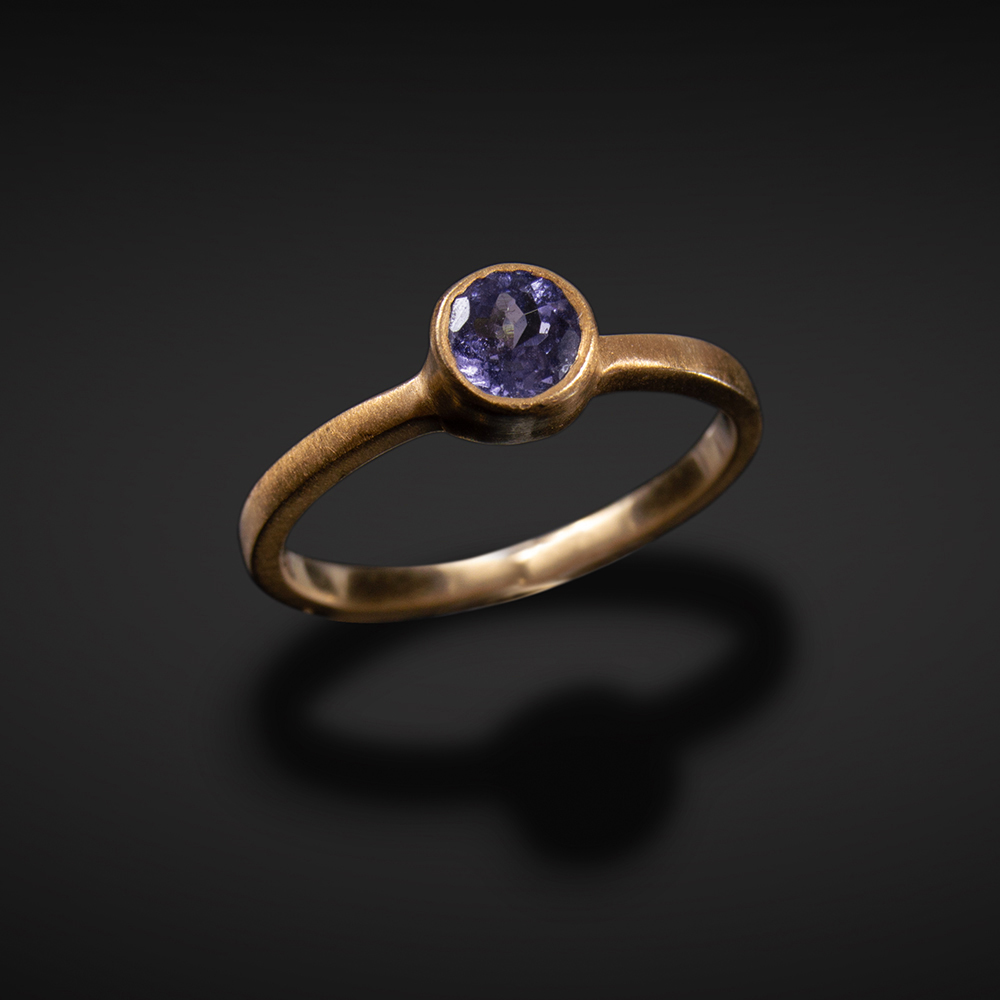 18K brushed rose gold ring with Tanzanite