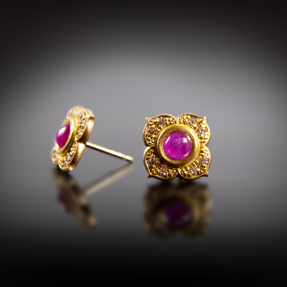 18K brushed yellow gold stud earrings with Ruby Cabochons and Diamonds