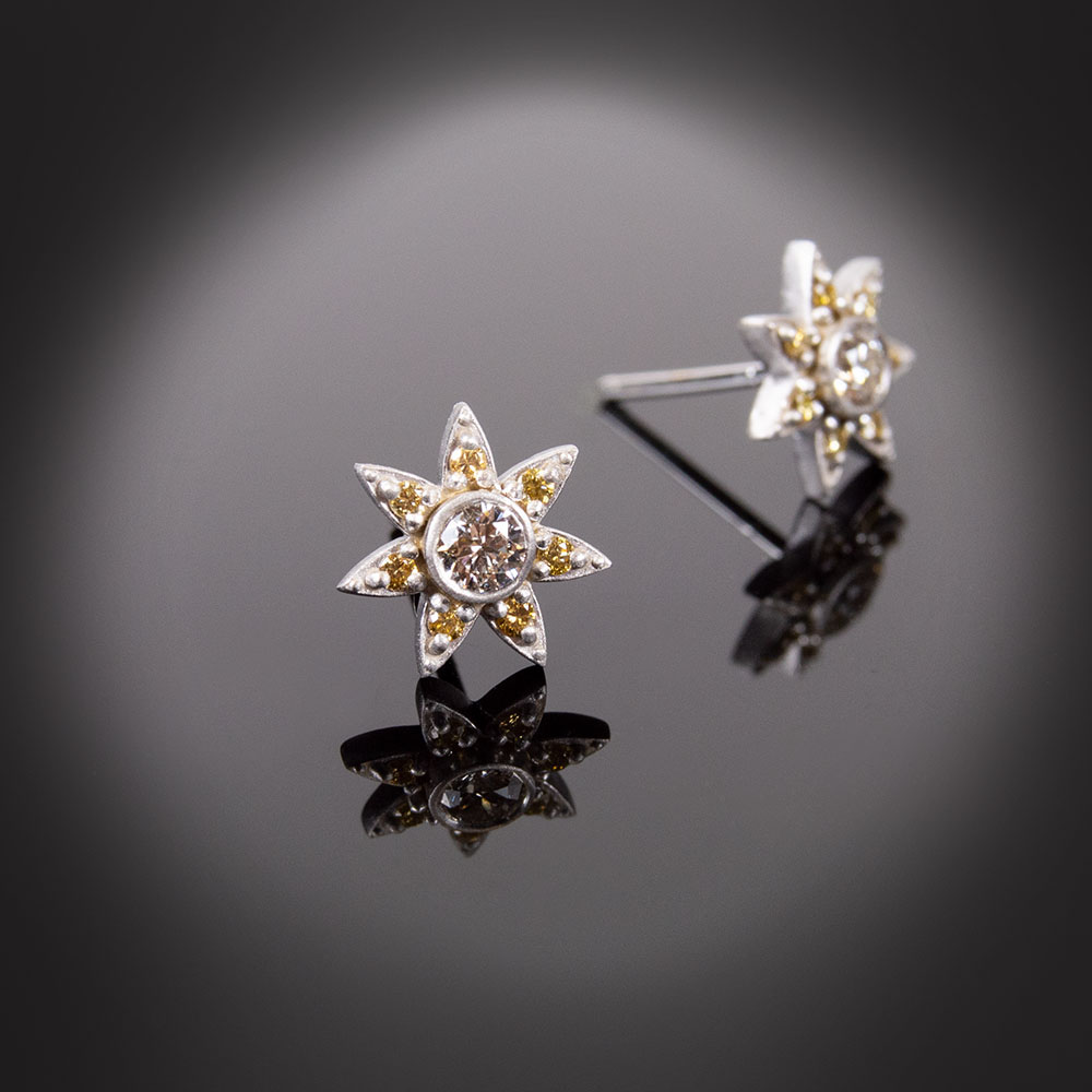 18K white gold flower stud earrings with Diamonds