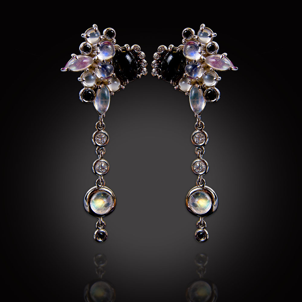 18K white gold dangle earrings with Moonstones