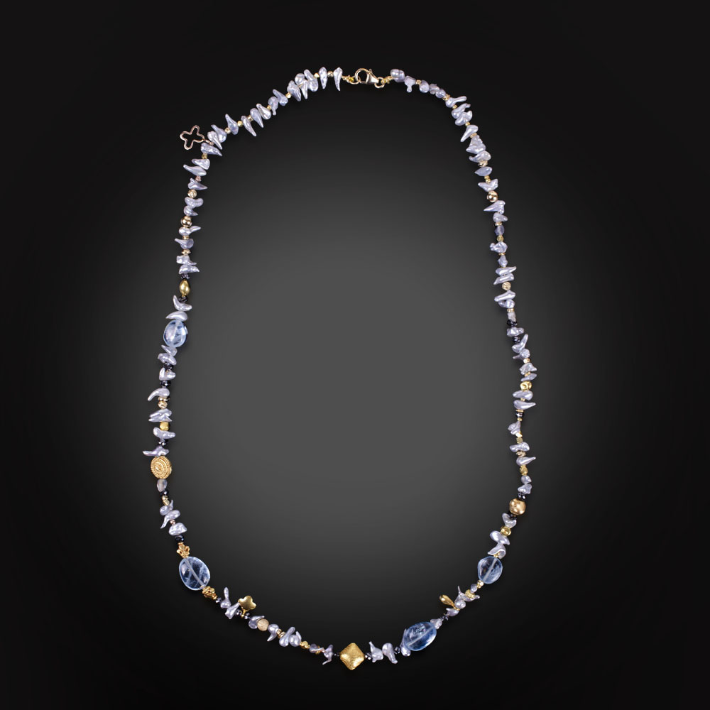 Beaded necklace with fresh water pearls, 18K yellow gold, black Diamonds and Aquamarine