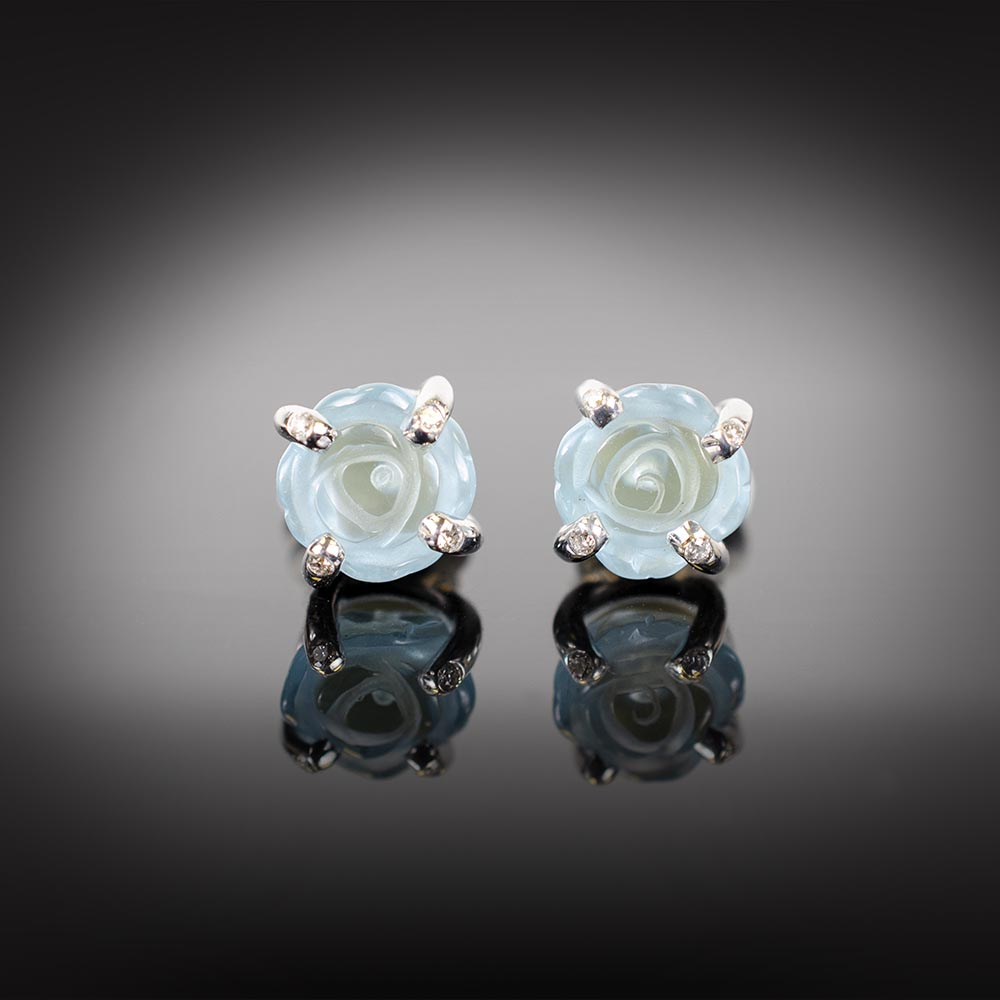 18K white gold stud earrings with carved blue Topaz and Diamonds