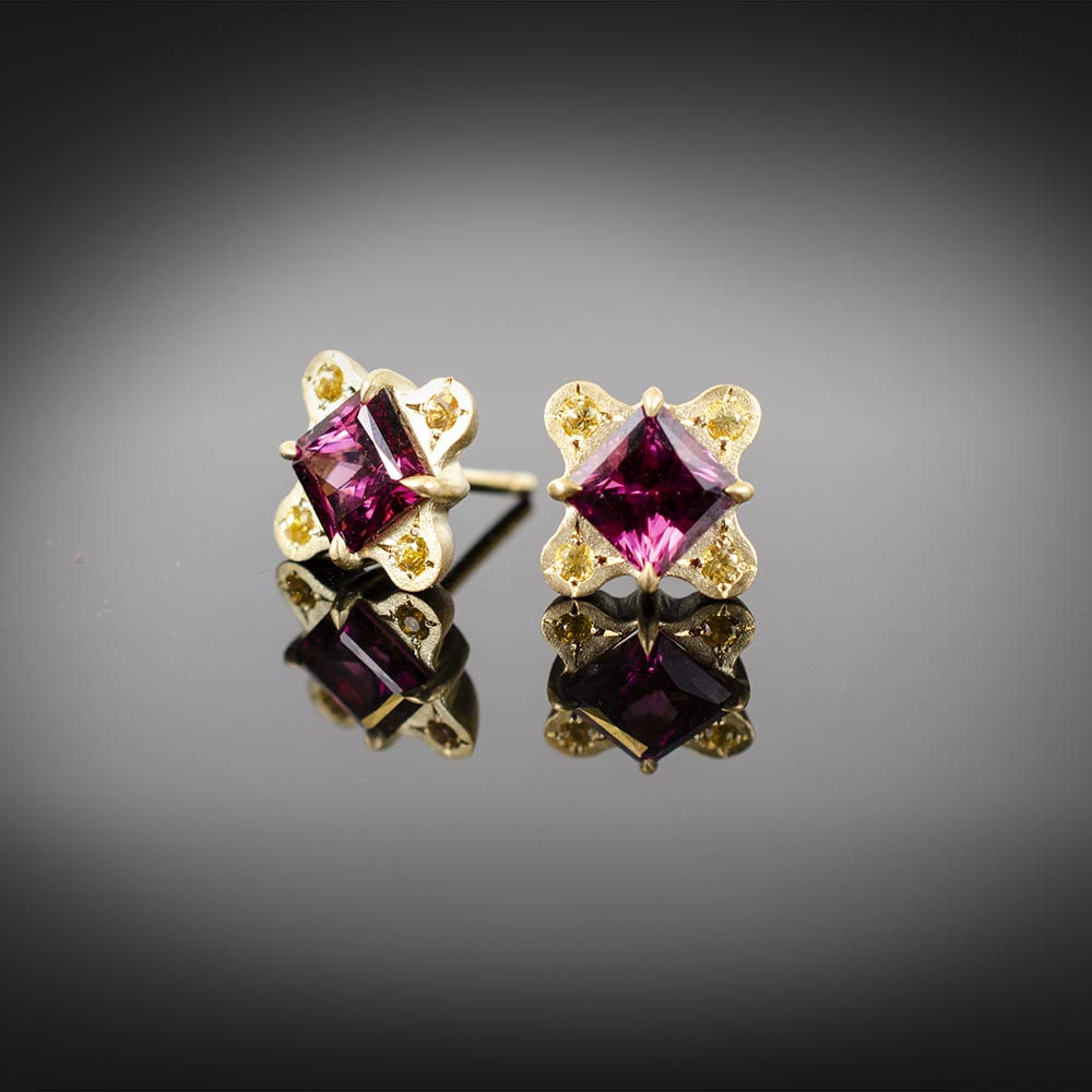 18K stud earrings with Rhodolite Garnet and yellow sapphires