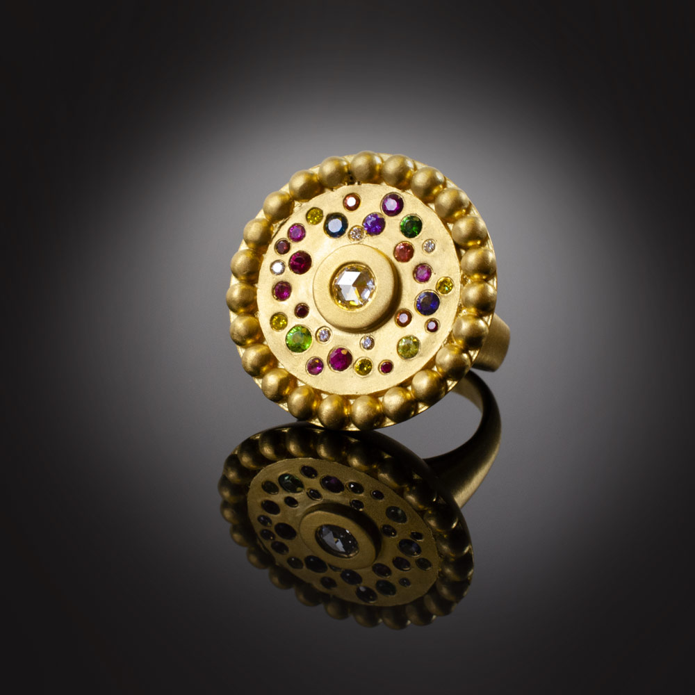 18K brushed yellow gold ring with various stones