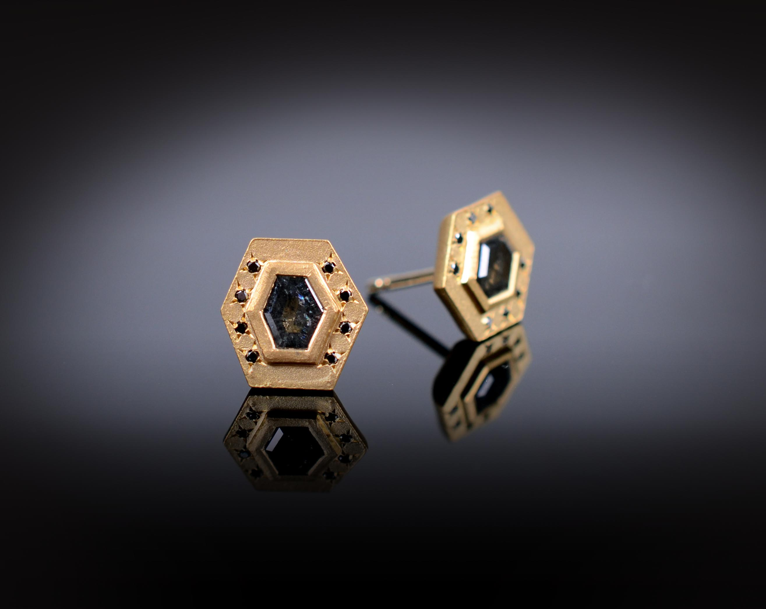 18K brushed yellow gold stud earrings with grey and black Diamonds
